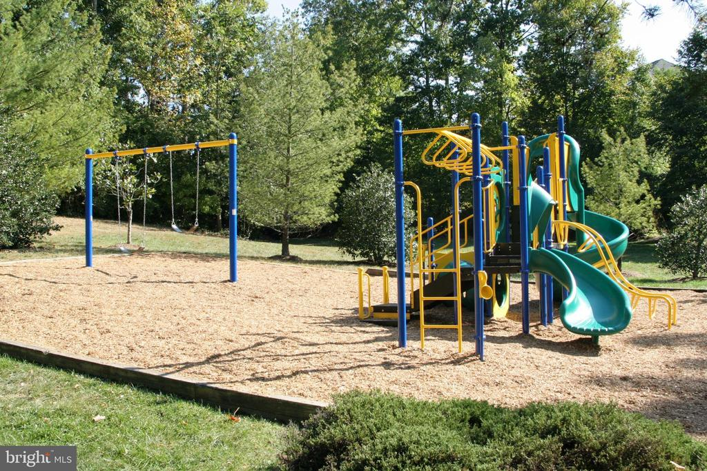 Playgrounds - 4253 EXETER DR, DUMFRIES