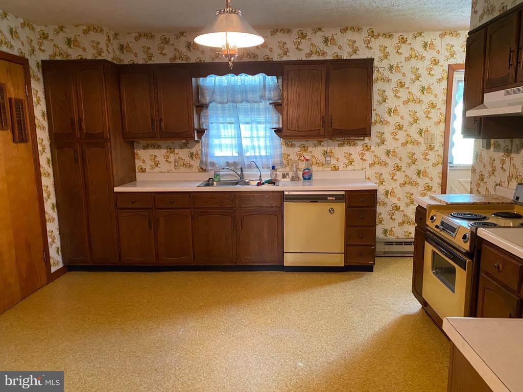 Kitchen - 704 APPLE PIE RIDGE RD, WINCHESTER