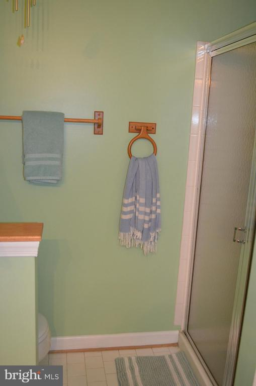 Half wall for toilet/shower - 6505 SPRINGWATER CT #7401, FREDERICK