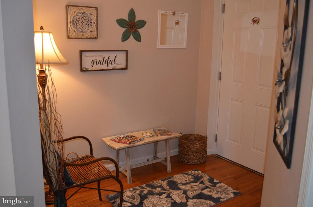 Hardwood in your new foyer/reading nook - 6505 SPRINGWATER CT #7401, FREDERICK