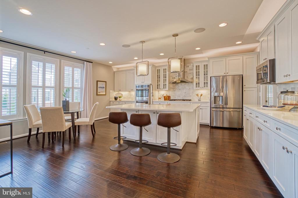 Expansive Kitchen with Cafe - 1001 AKAN ST SE, LEESBURG