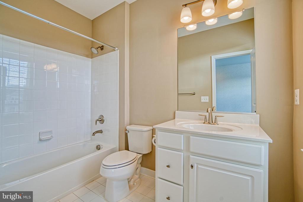 4th Bedroom En-suite - 1001 AKAN ST SE, LEESBURG