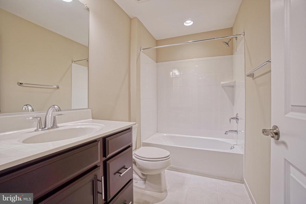 Flex Room Full Bath - 1001 AKAN ST SE, LEESBURG