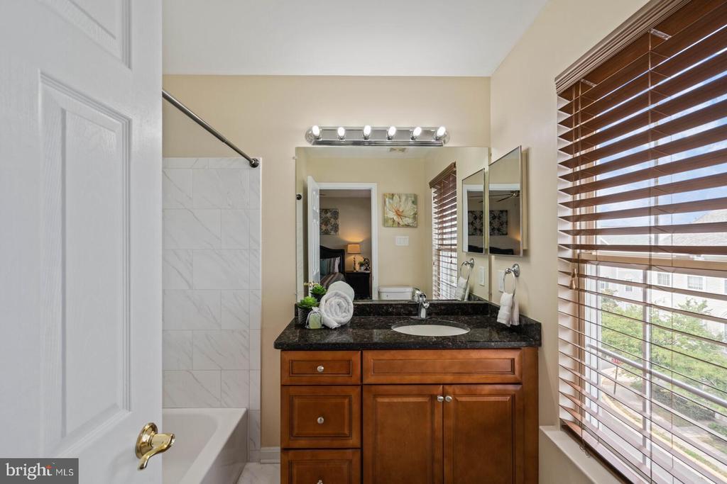 Owner's Full Bathroom - 22916 REGENT TER, STERLING