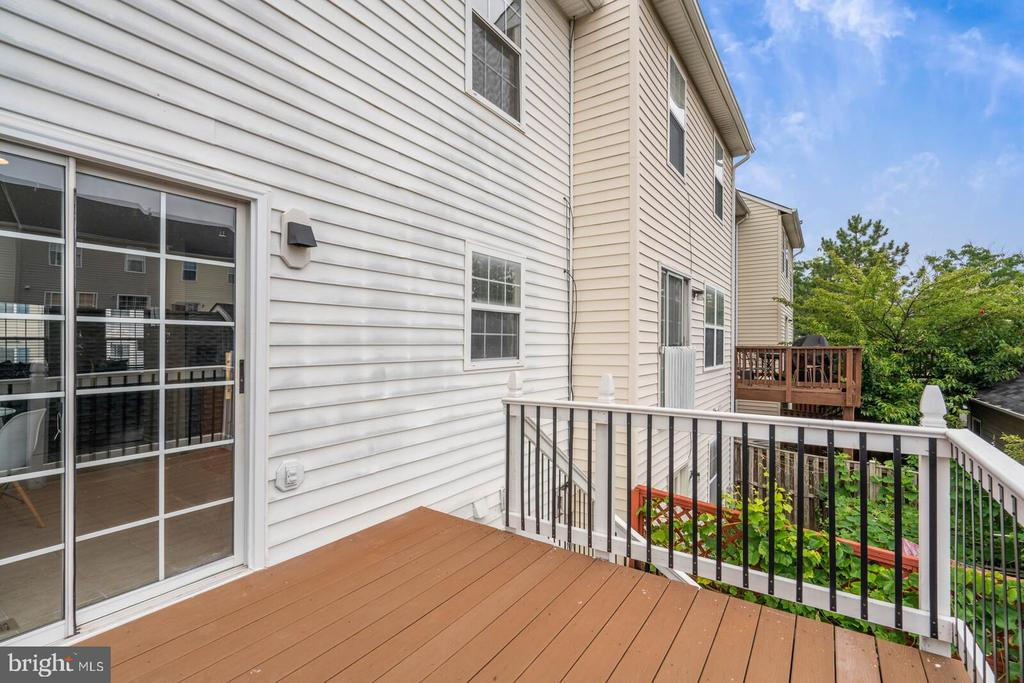 Gorgeous Deck off of the Kitchen - 22916 REGENT TER, STERLING
