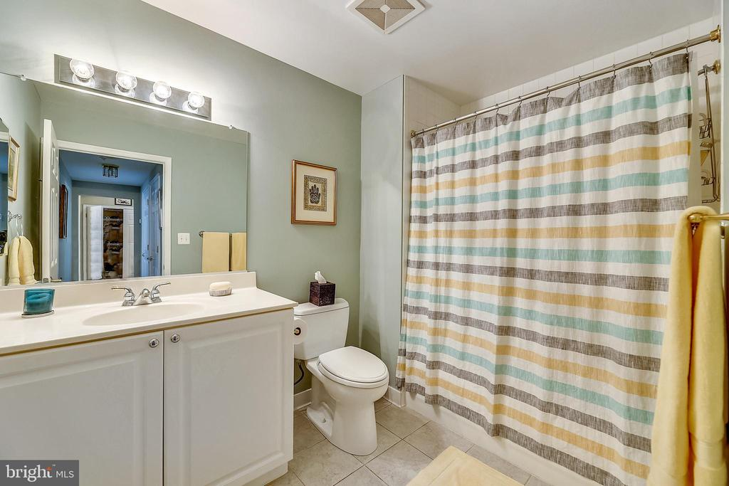 2nd Full Bath - 11776 STRATFORD HOUSE PL #407, RESTON