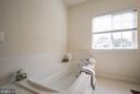 Master Bath - 3353 SOARING CIR, WOODBRIDGE