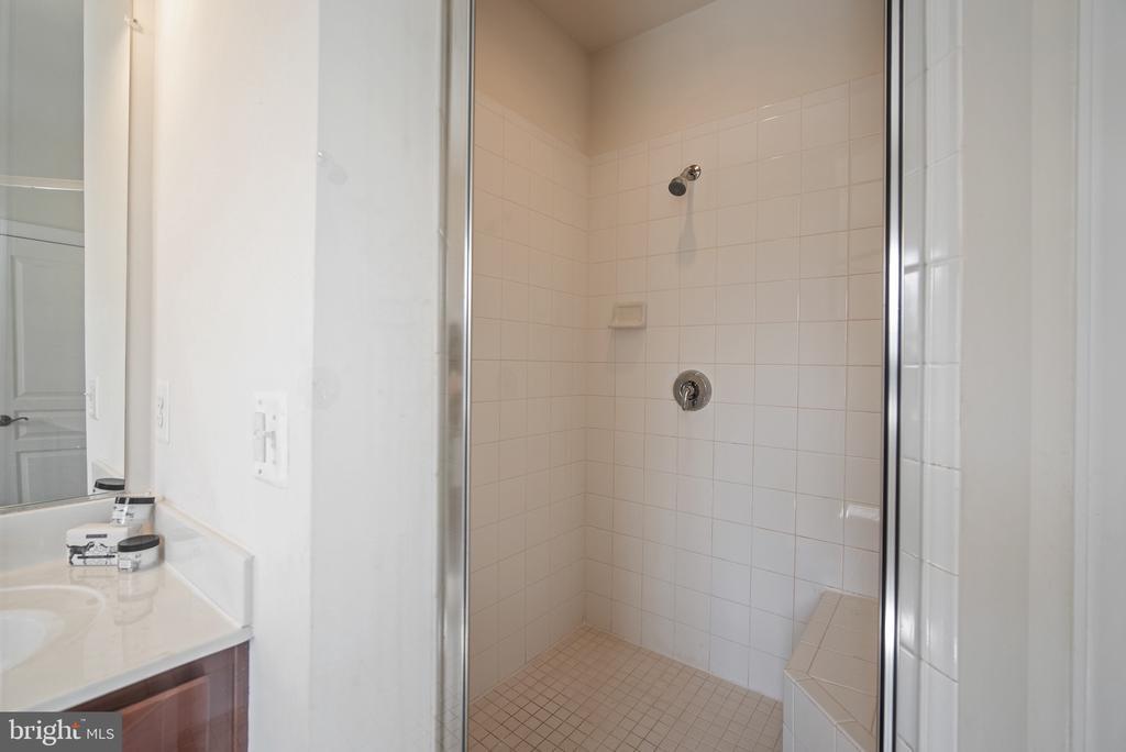 Master Bath Shower - 3353 SOARING CIR, WOODBRIDGE