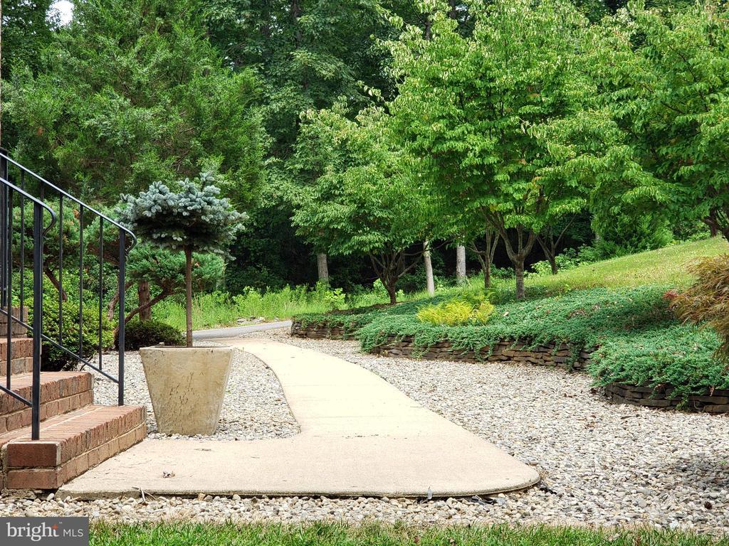 Beautiful entrance with manicured landscaping - 8300 MUSKET RIDGE LN, FREDERICKSBURG