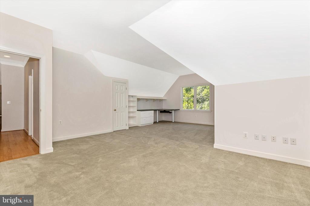 - 14722 DORSEY MILL RD, GLENWOOD