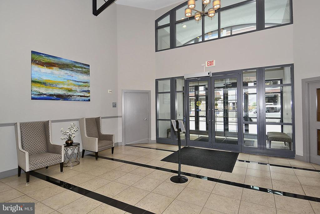 Main Lobby - 1021 N GARFIELD ST #621, ARLINGTON