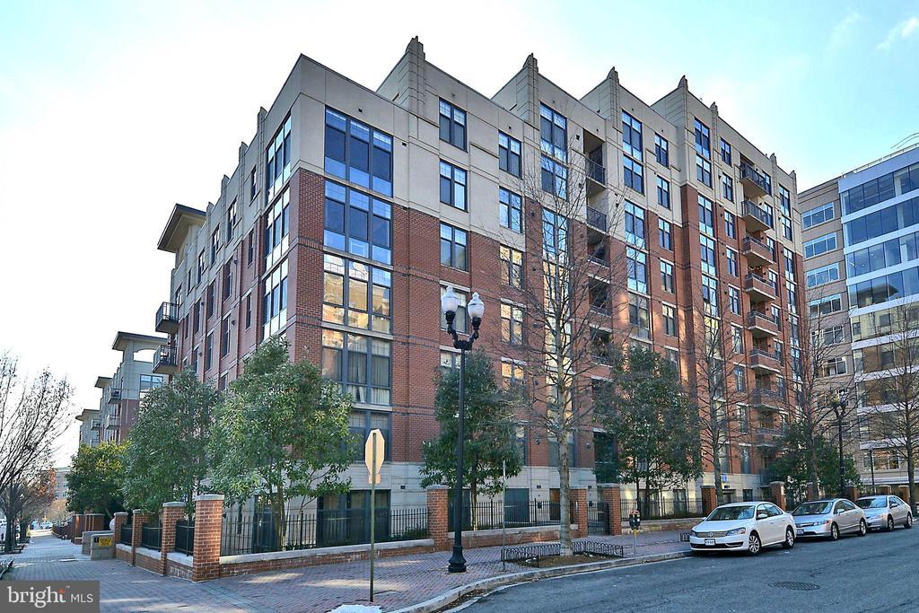 Exterior of building - 1021 N GARFIELD ST #621, ARLINGTON