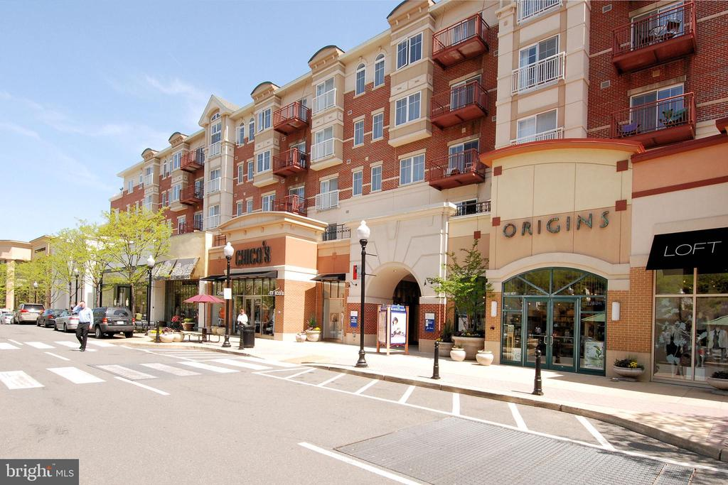 The Crossing/Shops - 1021 N GARFIELD ST #621, ARLINGTON
