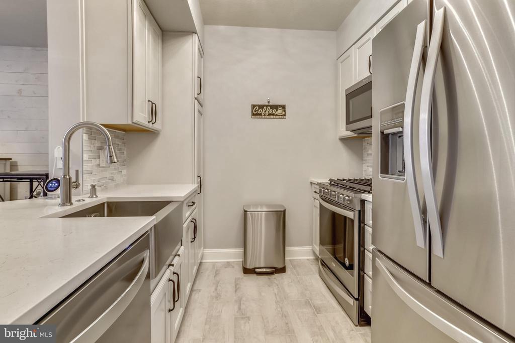 Updated Kitchen - 1021 N GARFIELD ST #621, ARLINGTON