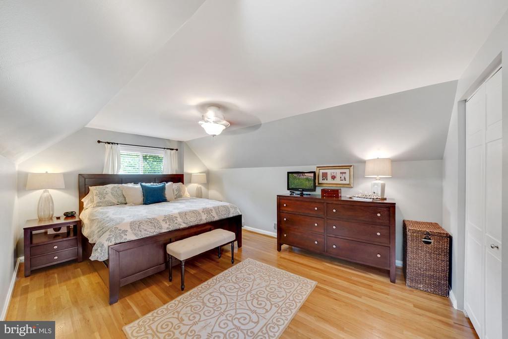 Bright Primary Bedroom 2 - 606 N OWEN ST, ALEXANDRIA