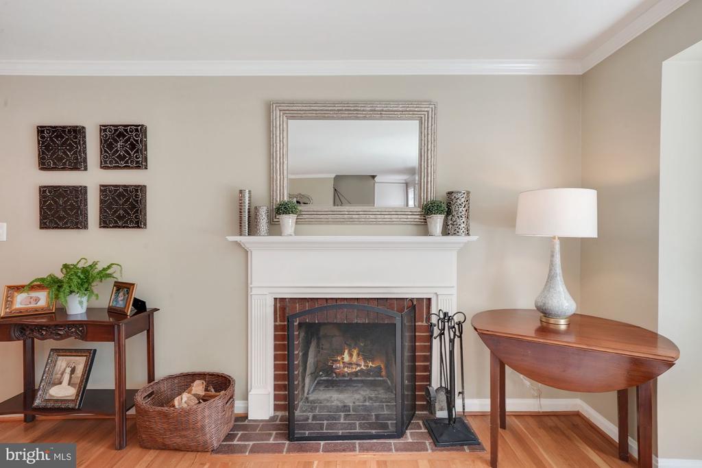 Wood Burning Fireplace - 606 N OWEN ST, ALEXANDRIA