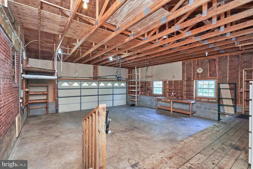 Oversized Garage - 8724 CHERRY DR, FAIRFAX
