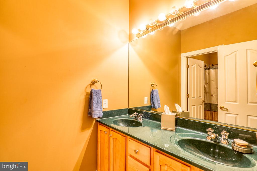 Full Bathroom #3 - 1035 HETH PL, WINCHESTER