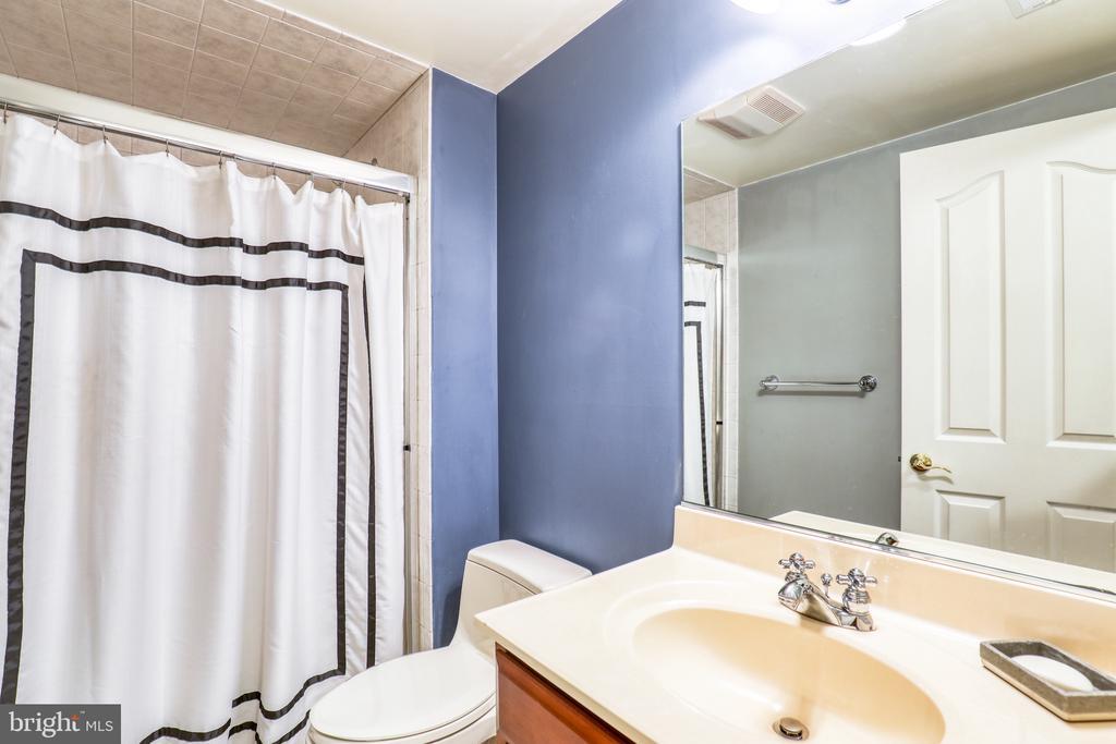 Basement Full Bathroom - 1035 HETH PL, WINCHESTER