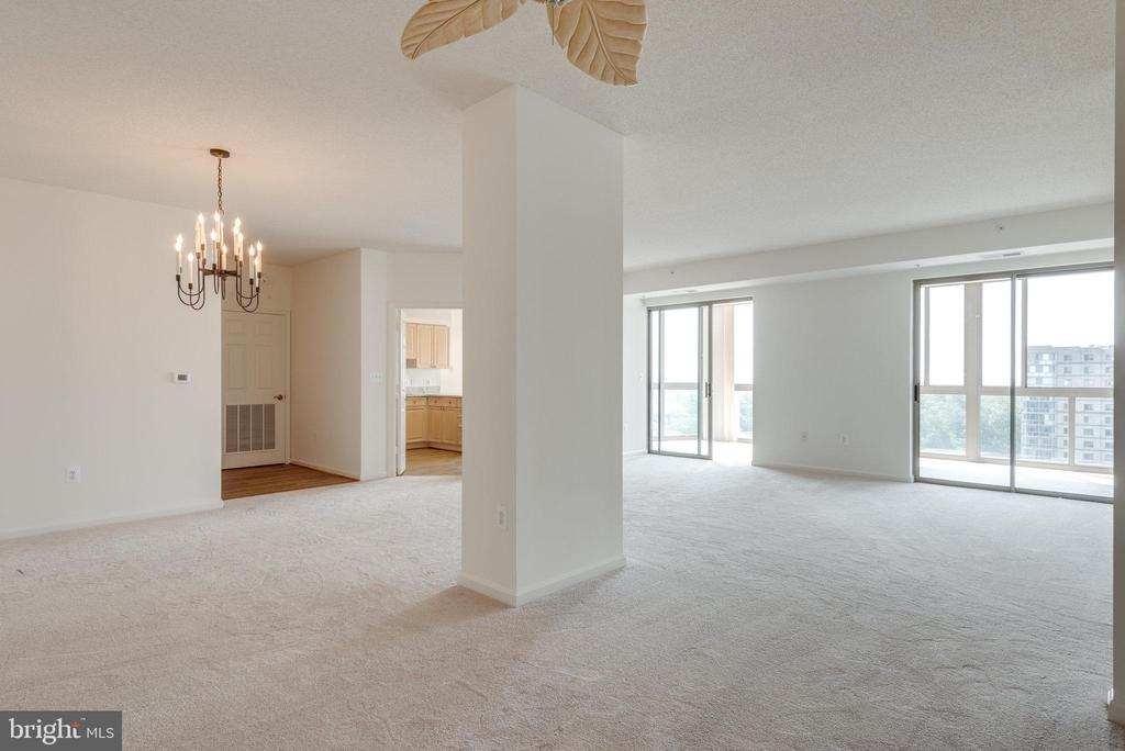 Open layout is perfect for entertaining - 19365 CYPRESS RIDGE TER #816, LEESBURG