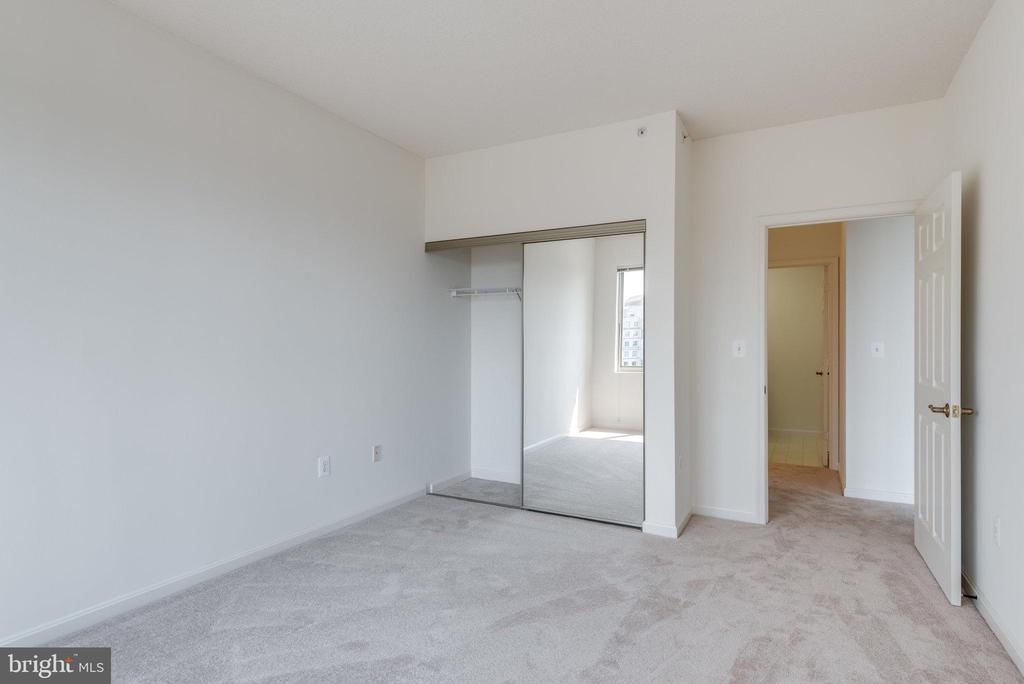 Could be a great office - 19365 CYPRESS RIDGE TER #816, LEESBURG