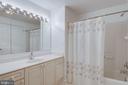 Guest bathroom with tub/shower combo - 19365 CYPRESS RIDGE TER #816, LEESBURG