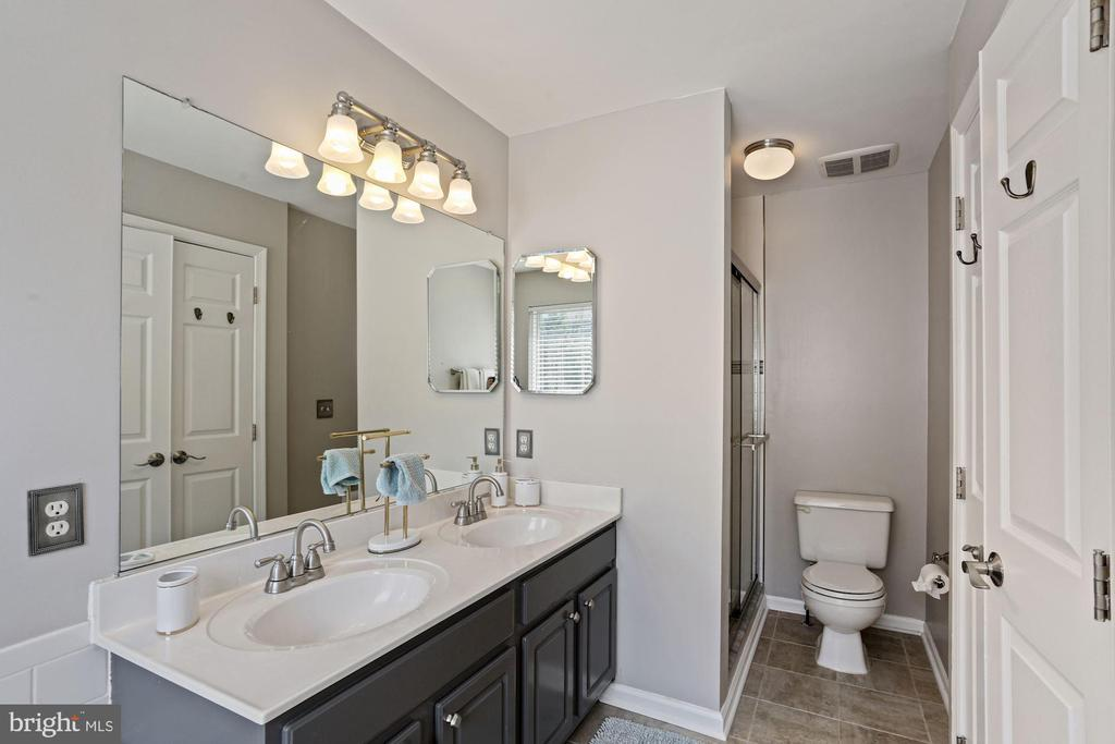 Primary Bathroom Features Separate Shower! - 6342 JAMES HARRIS WAY, CENTREVILLE