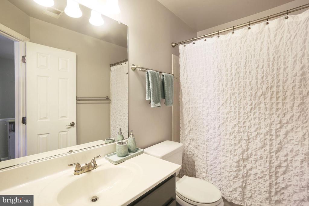 Full Bathroom #2 - Cultured Marble Vanity Top! - 6342 JAMES HARRIS WAY, CENTREVILLE