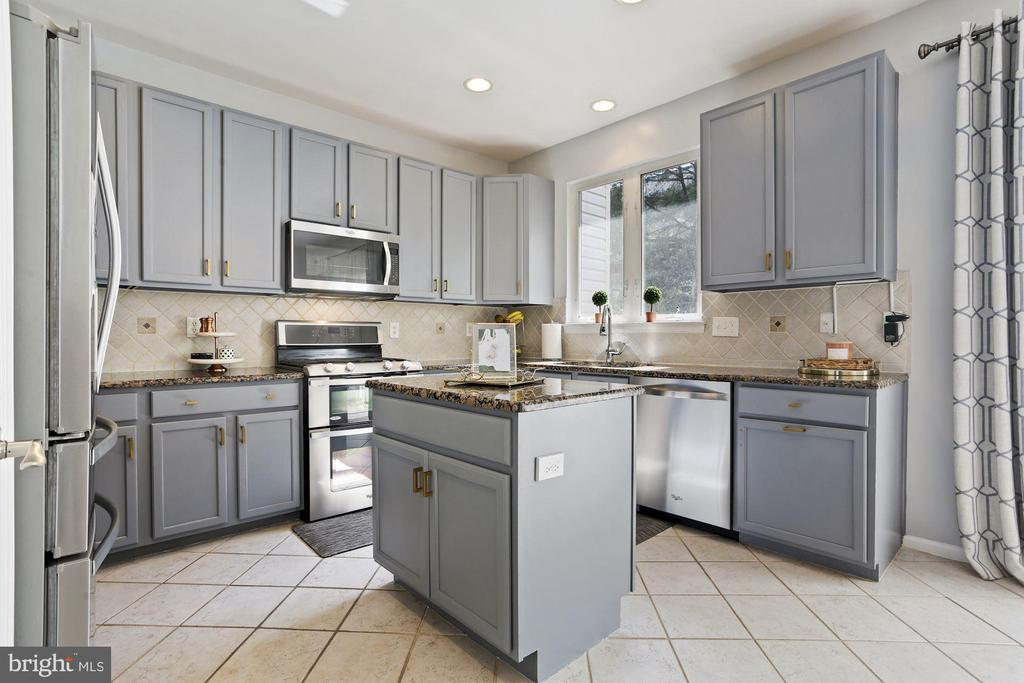 Large Kitchen Boasts Stainless Steel Appliances! - 6342 JAMES HARRIS WAY, CENTREVILLE