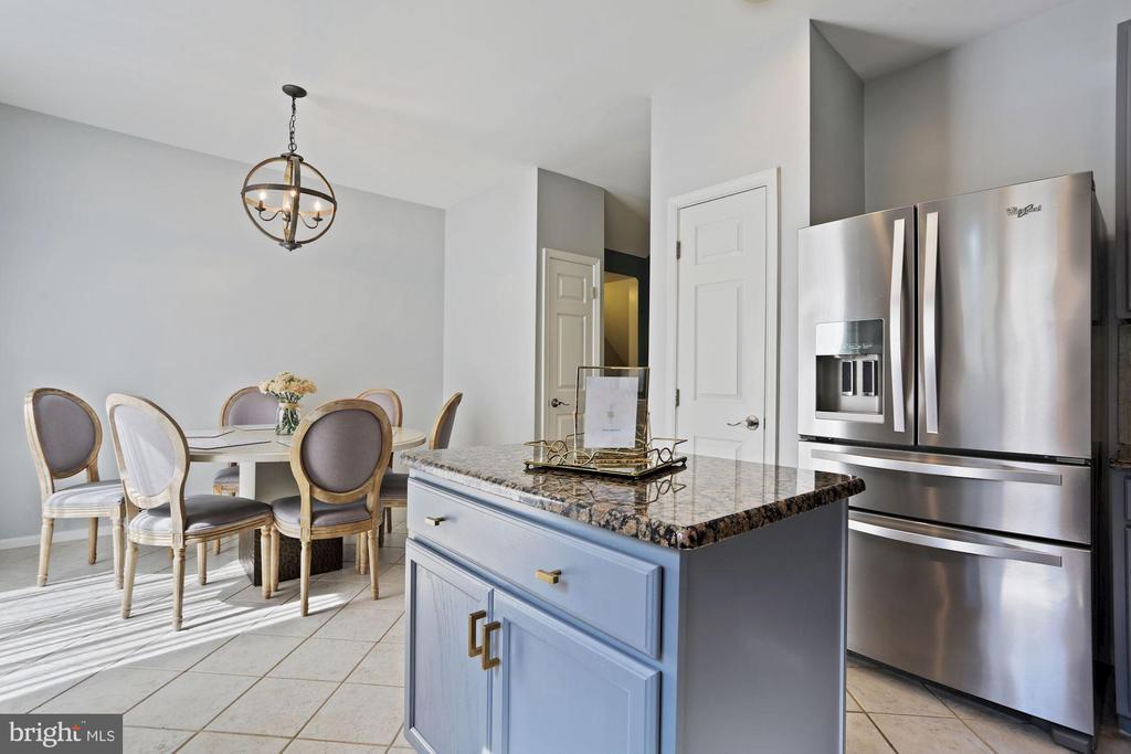 Kitchen - Granite Counter Tops & Brass Hardware! - 6342 JAMES HARRIS WAY, CENTREVILLE