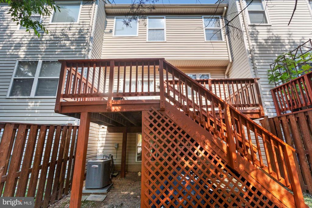 Deck with Stairs to the Back Yard - 6342 JAMES HARRIS WAY, CENTREVILLE