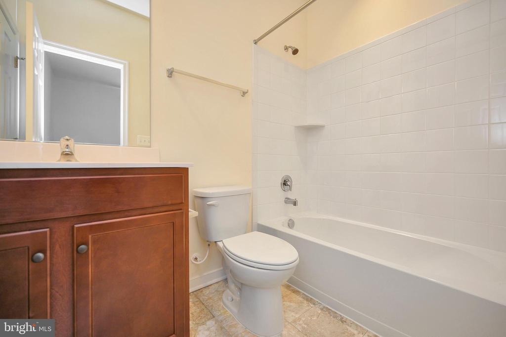 Lower level full bath - 114 THRESHER LN #18, STAFFORD