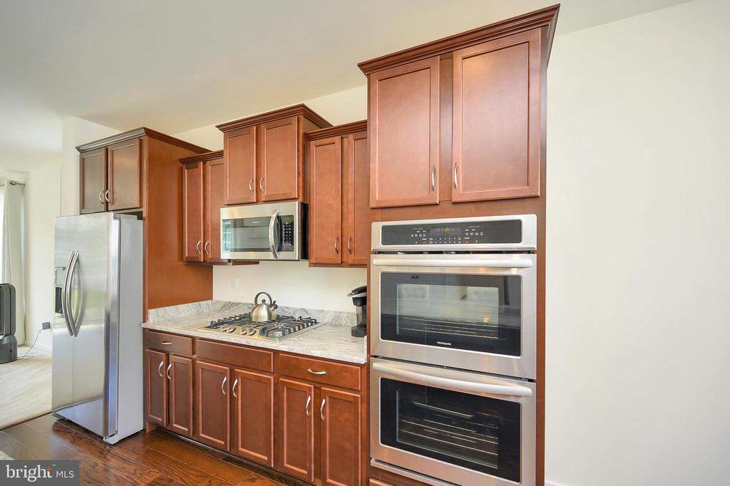 Gas stove top and double wall oven - 114 THRESHER LN #18, STAFFORD