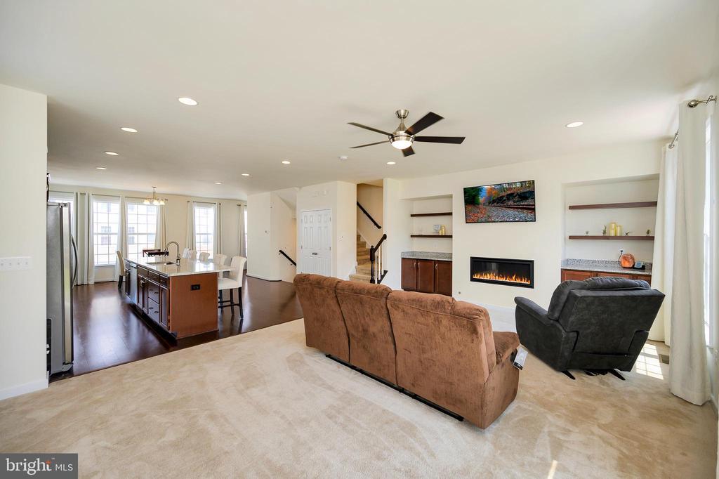 Great room with ceiling fan - 114 THRESHER LN #18, STAFFORD