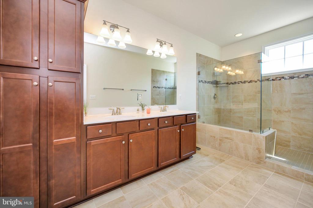 Linen closet tower, dual vanity. Water closet - 114 THRESHER LN #18, STAFFORD