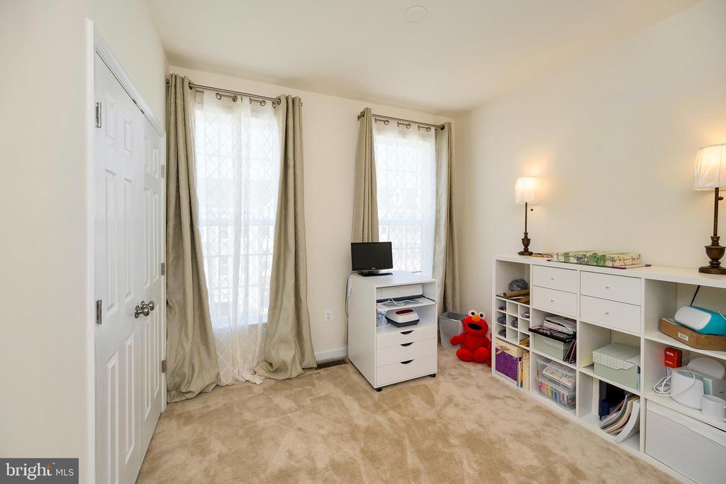 Bedroom 2 large double closet. - 114 THRESHER LN #18, STAFFORD