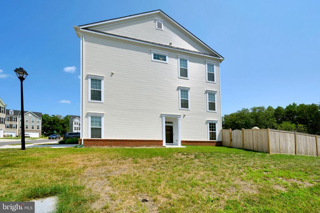 Side view of home. - 114 THRESHER LN #18, STAFFORD