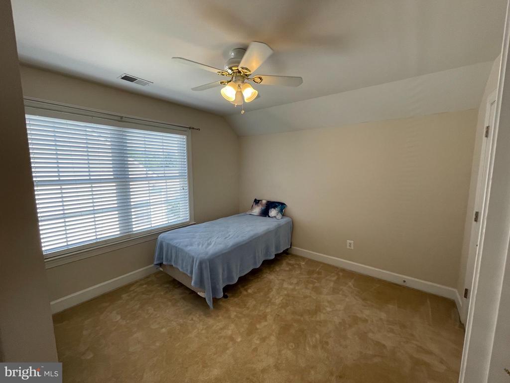Upper level loft bedroom - 23247 CHRISTOPHER THOMAS LN, BRAMBLETON