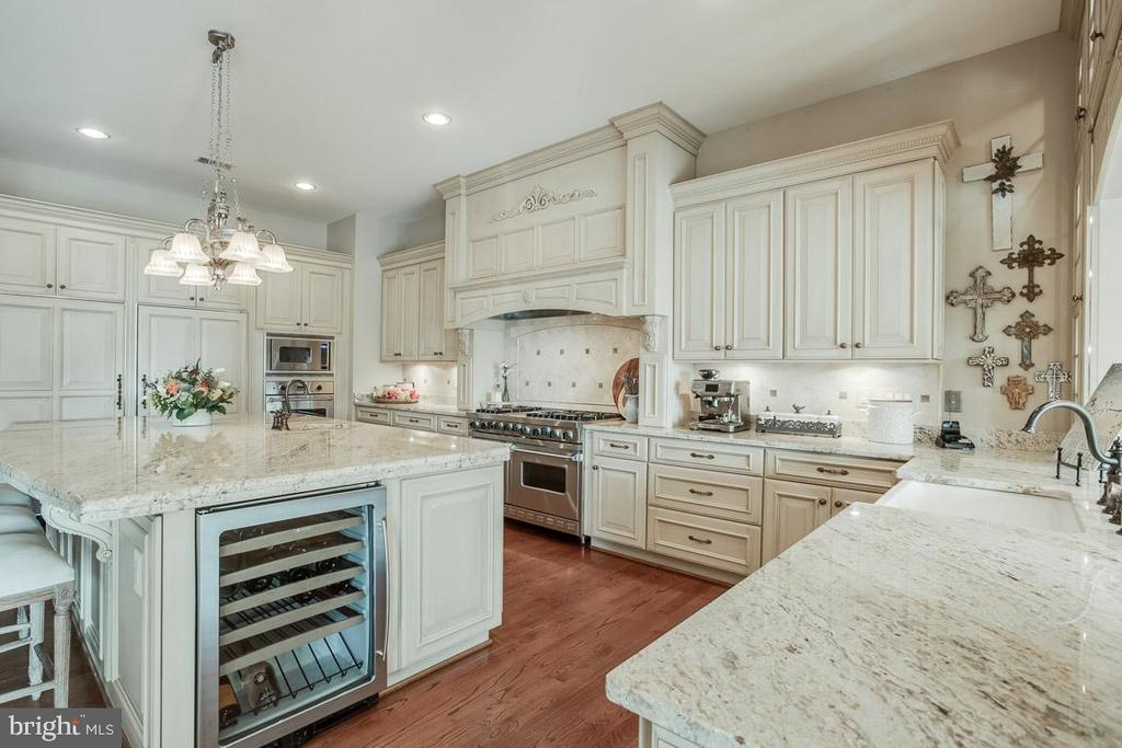 Upgraded Cabinetry Throughtout - 15830 SPYGLASS HILL LOOP, GAINESVILLE