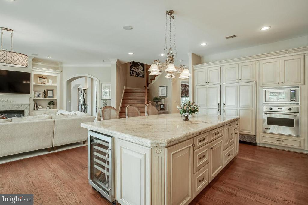 Kitchen Overlooking the Family Room - 15830 SPYGLASS HILL LOOP, GAINESVILLE