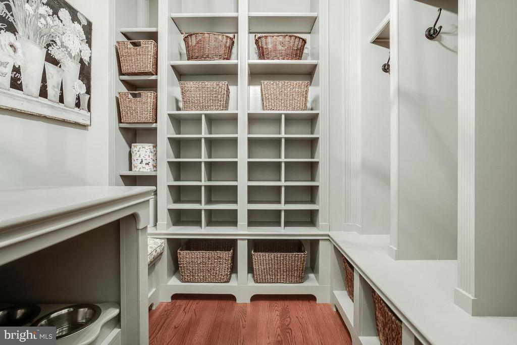 Wonderful Mud Room with Dog Station - 15830 SPYGLASS HILL LOOP, GAINESVILLE