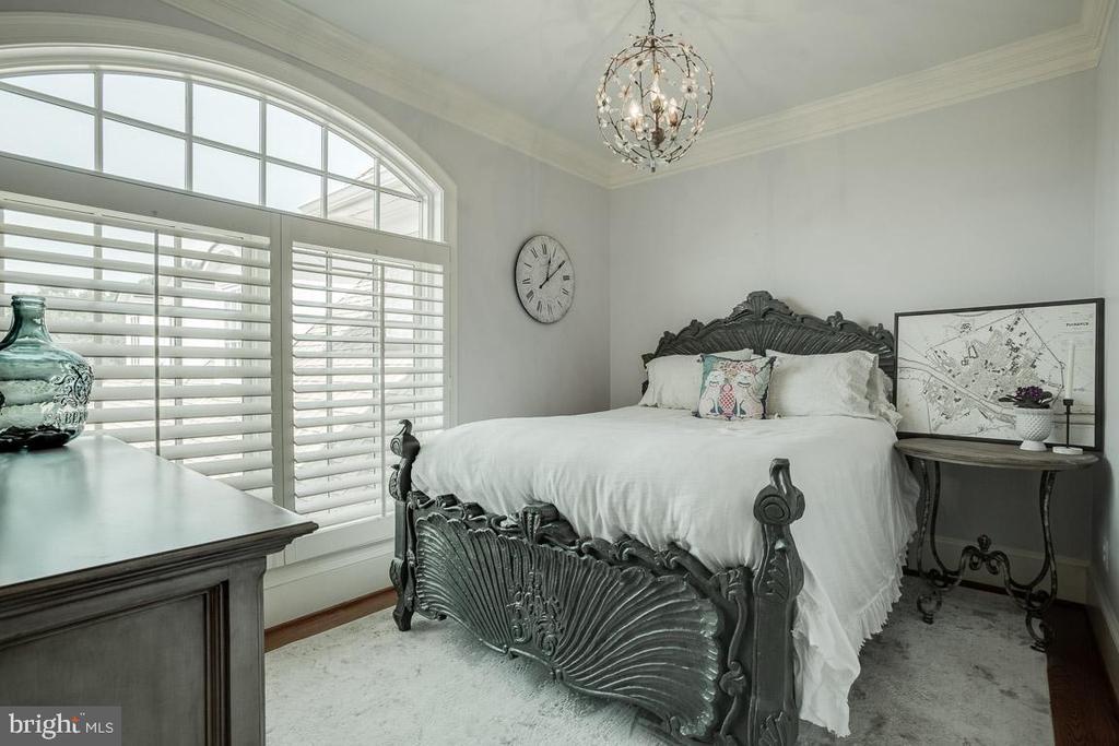 Spacious 2nd Bedroom Sitting Room - 15830 SPYGLASS HILL LOOP, GAINESVILLE