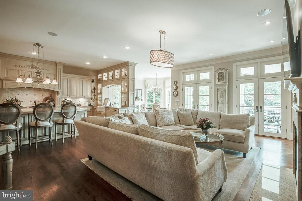 Cozy Family Room Off the Kitchen - 15830 SPYGLASS HILL LOOP, GAINESVILLE