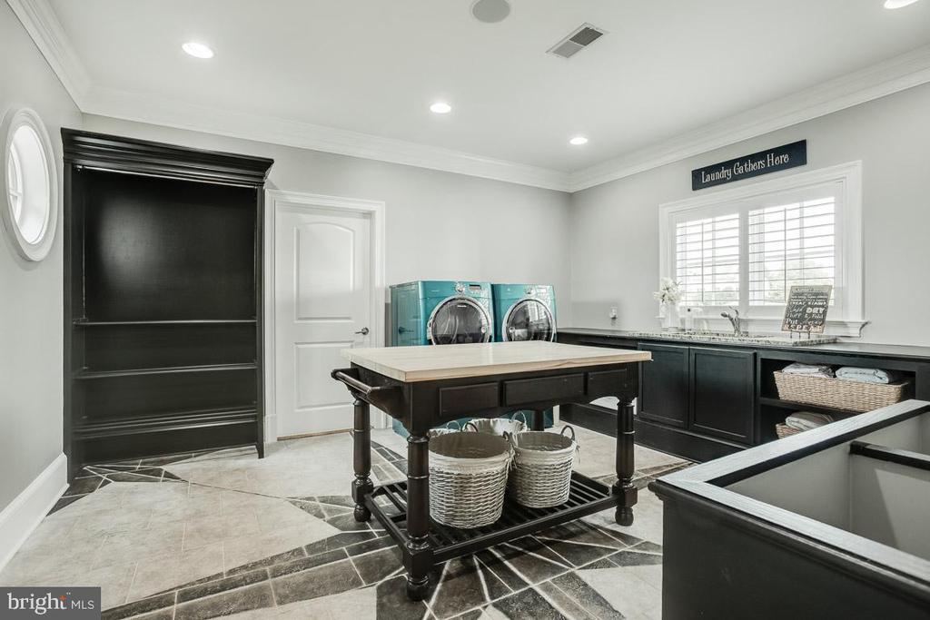 Huge Laundry Room - 15830 SPYGLASS HILL LOOP, GAINESVILLE