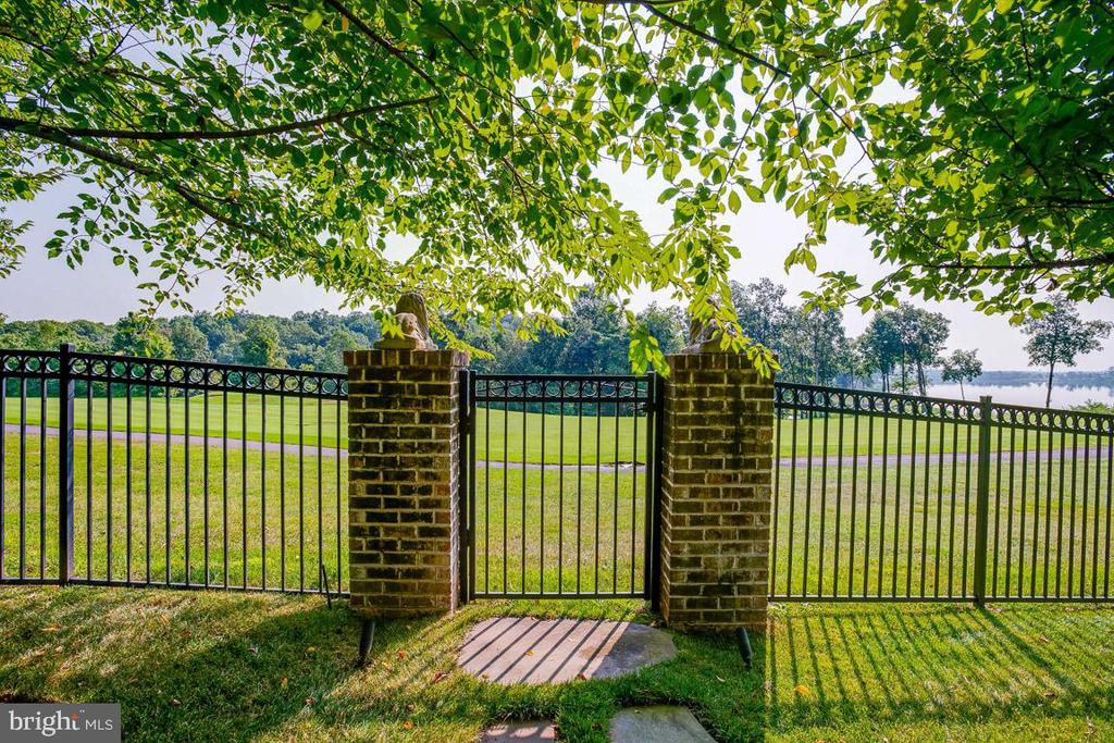 Backyard Gate to Stonewall Jackson Golf Course - 15830 SPYGLASS HILL LOOP, GAINESVILLE