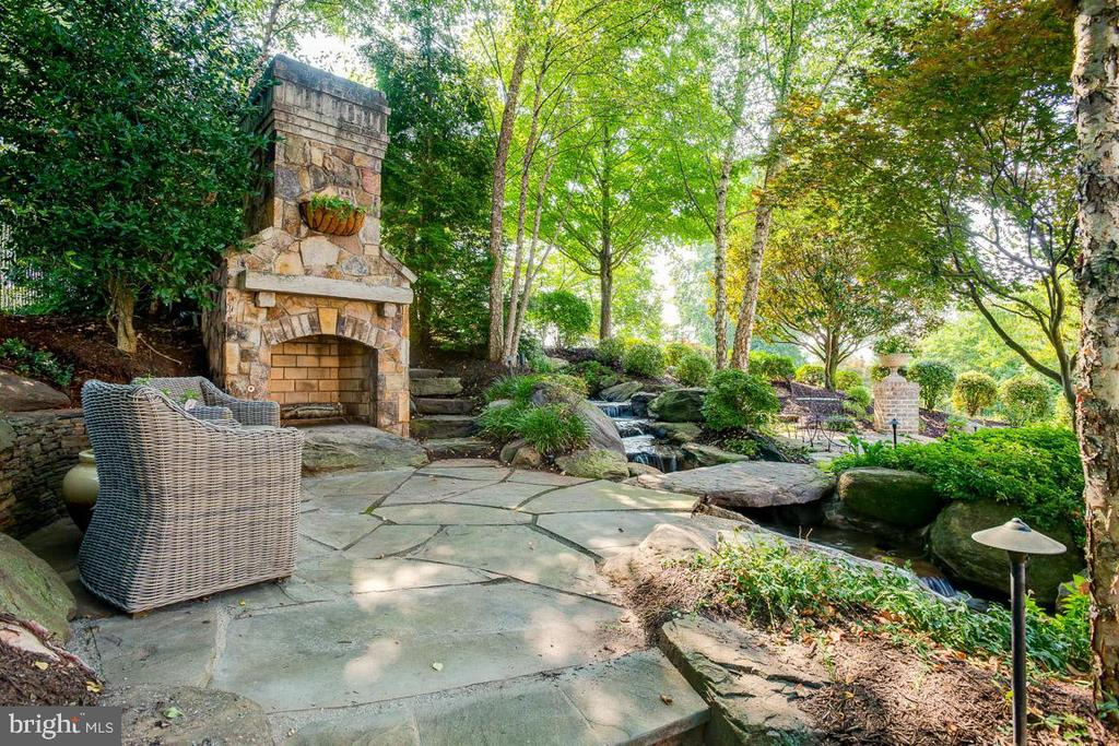 Outdoor Fireplace & Patio - 15830 SPYGLASS HILL LOOP, GAINESVILLE