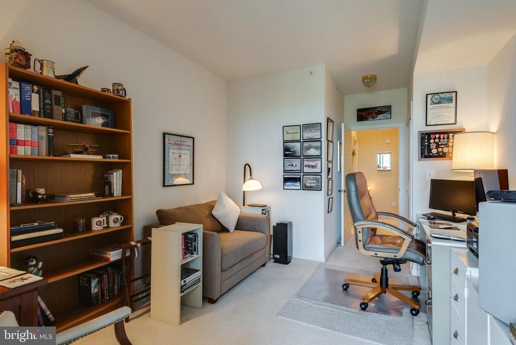 2nd bedroom can be an office - 19365 CYPRESS RIDGE TER #1021, LEESBURG