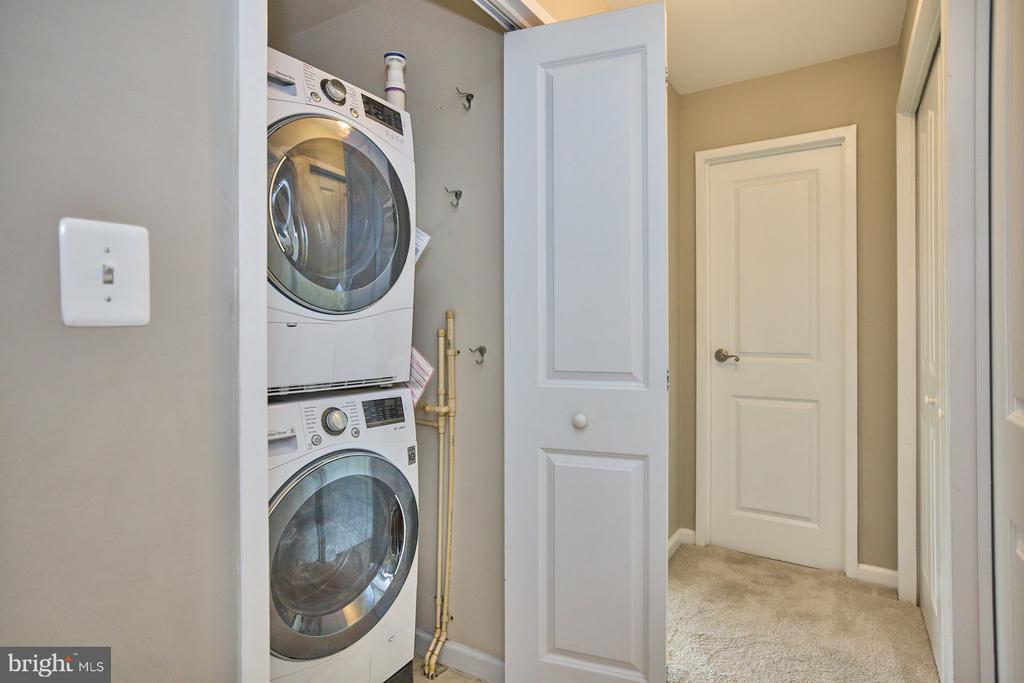 Newer Washer/Dryer - 10570 MAIN ST #517, FAIRFAX
