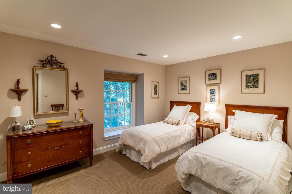 Ensuite Bedroom 2 - 7804 ORCHARD GATE CT, BETHESDA