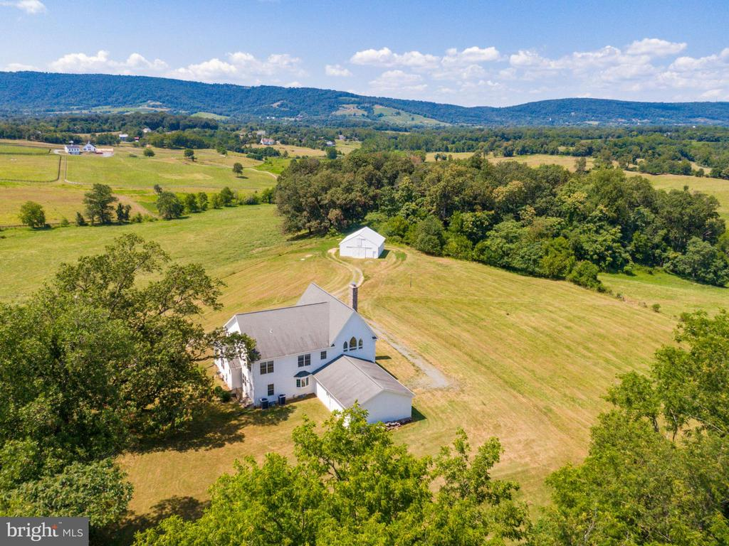 Beautiful Virginia home with outstanding views. - 19185 EBENEZER CHURCH RD, ROUND HILL